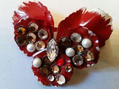 Spilla pensees Viola grande rossa con perle e rosette Swarovski