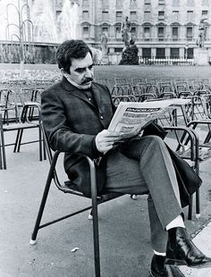 Author Gabriel García Márquez Years Of Solitude, Love In the Time Of Cholera, Chronicle Of a Death Foretold) Gabriel Garcia Marquez, Writers And Poets, Book Writer, Book Authors, I Love Books, Books To Read, People Reading, Michel De Montaigne, Playwright