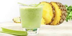 Il frullato di ananas e sedano che scioglie il grasso ed espelle tutti i liquidi