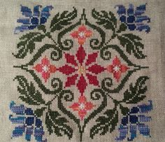 This Pin was discovered by Fot Biscornu Cross Stitch, Cross Stitch Borders, Cross Stitch Rose, Cross Stitch Flowers, Cross Stitch Designs, Cross Stitching, Cross Stitch Embroidery, Cross Stitch Patterns, Cross Stitch Beginner