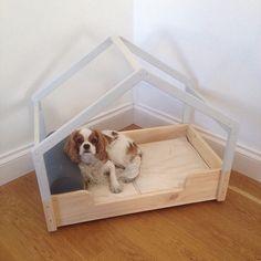 Regalo de boda muy especial | lacarpintera Dog Bunk Beds, Pet Beds, Dog Room Decor, Dog Feeding Station, Dog Tumblr, Dog Hotel, Diy Dog Bed, Cat Playground, Dog Furniture