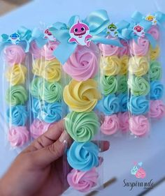 Dicas para a festa baby shark 🦈🏖 Unicorn Birthday Parties, Baby Birthday, Birthday Party Themes, Birthday Cupcakes, Birthday Gifts, Idee Baby Shower, Shark Cake, Meringue Cookies, Meringue Kisses