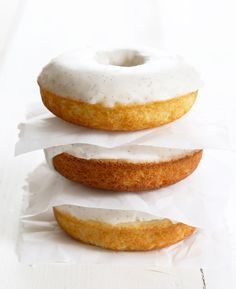Get this tested, easy to follow recipe for gluten free glazed vanilla bean donuts. Soft, moist and tender with the perfect vanilla glaze. Gluten Free Vanilla Cake, Gluten Free Donuts, Gluten Free Sweets, Gluten Free Cakes, Gluten Free Baking, Sin Gluten, Whole 30, Best Gluten Free Recipes, Gf Recipes