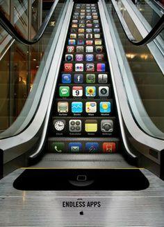 """Excellent ce street #marketing pour l'#Iphone avec... un escalator ! """"Des applications sans fin"""" #apple pic.twitter.com/OnlCing4mo"""