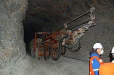 """Comodoro será mediador en la discusión sobre minería http://www.ambitosur.com.ar/comodoro-sera-mediador-en-la-discusion-sobre-mineria/ El intendente, Néstor Di Pierro realizó una convocatoria para el próximo viernes 17 de octubre a las 09:00 horas, a sus pares de la Comarca, a fin de discutir temas que hacen a la posible actividad minera en Chubut.    Al respecto el jefe de la ciudad, explicó que """"van a venir"""