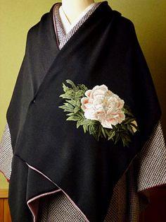 正絹手刺繍ショール 冨貴花 薄紅 牡丹