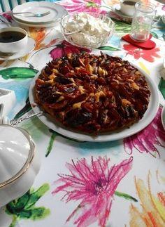 Pflaumenkuchen ist eine herbstliche Schleckerei, bei der viele schwach werden. Ein LCHF Kuchenrezept das Sie überrachen wird.