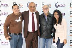 Con el analista político Luis Nunes y el periodista Percy Espino, junto al equipo de Radio Cepea. (2015)