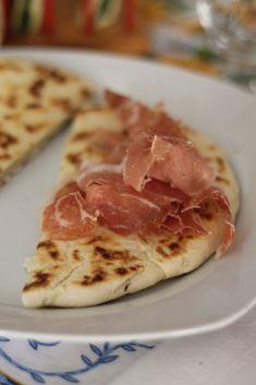 La vera Piadina Romagnola | ricetta originale antica. Una bontà unica, facile e gustosa!!! Diffidate dalle imitazioni!!! Ottima con salumi e formaggi.
