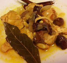 Chicken with raisins, onions, pine nuts, cinnamon and bay. Fantastic combination with rice or cous-cous. Cooked by Azhar Media, audiovisual production company (Seville, Andalusian, Spain)