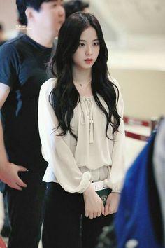 Blackpink Fashion, Korean Fashion, Fashion Outfits, Blackpink Jisoo, Black Pink ジス, Mode Kpop, Look Girl, Blackpink Photos, Blackpink Jennie