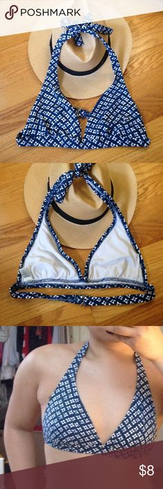 ! SUMMER FINAL SALE ! Banana Republic bikini top Classic print bikini top from Banana Republic. worn and washed 3 times. Padding is missing. Model is a S, 36A. I love questions - please ask all before purchasing. Banana Republic Swim Bikinis