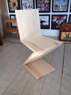 Rietveld  zigzag stoel van essen hout
