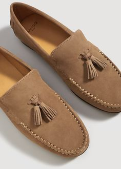 Clothes by using Loafers, meet with the use of footwear, and such days the list of possibilities becomes endless. Tods Shoes, Men S Shoes, Loafer Shoes, Simple Shoes, Fresh Shoes, Suede Loafers, Loafers Men, Mocassins Luxe, Mens Smart Casual Shoes