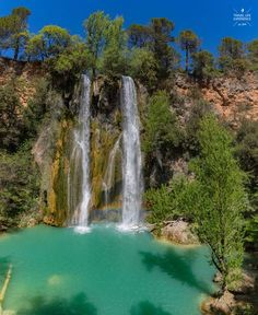 Karibik-Feeling in der Provence – Der Wasserfall von Sillans.- Karibik-Feeling in der Provence – Der Wasserfall von Sillans-La-Cascade Sillans-La-Cascade Provence Var Wasserfall - Camping Life, Camping Ideas, Camping Outdoors, Places To Travel, Places To See, Travel Around The World, Around The Worlds, Europa Tour, Les Cascades