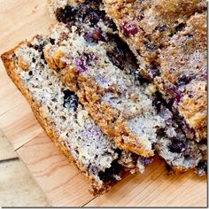 Blueberry Chocolate Chunk Banana Bread: Gluten-free banana bread that is moist and just as delicious as regular. No crazy ingredients needed. Gluten Free Treats, Gluten Free Baking, Gluten Free Desserts, Dairy Free Recipes, Banana Bread Gf, Gluten Free Banana Bread, Gluten Free Blueberry, Sweet Recipes, Real Food Recipes