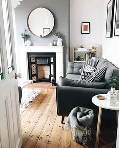 Zimmer Ideen Cool Terraced House Interior for Inspiration of Eco Friendly Dream Homes My Living Room, Interior Design Living Room, Home And Living, Living Room Designs, Living Room Decor, Interior Livingroom, Interior Design Victorian House, Victorian House Interiors, Victorian Terrace House