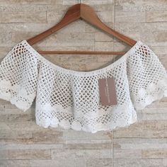 No photo description available. Knit Cardigan Outfit, Crochet Top Outfit, Crochet Crop Top, Crochet Blouse, Crochet Clothes, Crochet Bikini, Knit Crochet, Diy Crop Top, Crop Top With Jeans