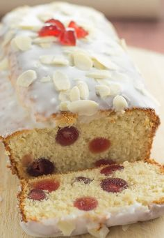 Cherry Bakewell Loaf Cake Cherry bakewell loaf cake is an easy and delicious budget cake with all the flavours of a bakewell tart. Topped with a layer of icing sugar this butter free cherry sponge cake recipe is perfect for sharing with friends! Food Cakes, Cupcake Cakes, Baking Cakes, Tarta Bakewell, Baking Recipes, Dessert Recipes, Budget Desserts, Loaf Recipes, Oven Recipes