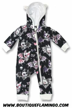 CUTE BATS, Six Bunnies Baby, Spielanzug bei Switchblade Clothing - Gothic Fucking Nursery - Gothic Baby Clothes, Baby Kids Clothes, Baby Bats, Baby Bunnies, Pin Up Outfits, Kids Outfits, Goth Baby, Punk Baby Girl, Biker