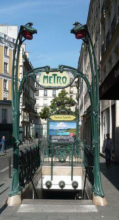 Art nouveau, station de métro, Paris