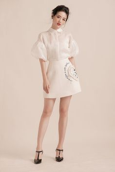 Like the look minus the fanciful details on the skirt Simple Dresses, Cute Dresses, Casual Dresses, Short Dresses, Runway Fashion, Trendy Fashion, Fashion Looks, Womens Fashion, Trendy Style
