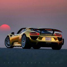 First Gold Porsche 918 Spyder . (via First Gold Porsche 918 Spyder Porsche 918 Spyder, Porsche Cars, Porsche Panamera, Maserati, Bugatti, Ferrari, Lamborghini, Sexy Cars, Hot Cars