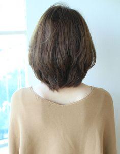 ひし形ミディアム大人レイヤー(SY-535) | ヘアカタログ・髪型・ヘアスタイル|AFLOAT(アフロート)表参道・銀座・名古屋の美容室・美容院 Short Hair Syles, Short Thin Hair, Girl Short Hair, Short Hair Cuts, Medium Hair Cuts, Medium Hair Styles, Long Hair Styles, Korean Short Hair, Cut My Hair
