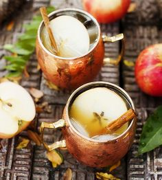 If this recipe shared by Corporate Member doesn't scream fall, we don't know what does? 1 oz infused caramel vodka 3 oz apple cider Topped off with ginger beer to the rim. Add crisp apple slices and cinnamon sticks for Garnish. Apple Cider Drink, Apple Cider Cocktail, Cider Cocktails, Fall Cocktails, Holiday Drinks, Classic Cocktails, Holiday Ideas, Caramel Apple Sangria, Caramel Vodka