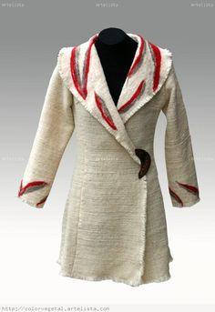 ABRIGOS EN TELAR MAPUCHE ELIZABETH SCHMEISSER - Artelista. Knitting Patterns, Sewing Patterns, Layering Outfits, Hippie Chic, Wearable Art, Hand Weaving, Feminine, My Style, Crochet