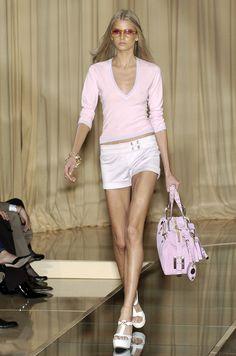 Versace at Milan Fashion Week Spring 2005 - Runway Photos Fast Fashion, High Fashion, Fashion Show, Runway Fashion, Fashion Models, Milan Fashion, Fashion Trends, Skinny Inspiration, Fashion Inspiration