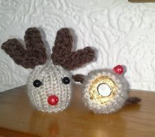 Knitting Pattern Christmas Pudding Ferrero Rocher : Free knitting pattern - tiny Christmas pudding Dolls and Doll stuff Pinte...