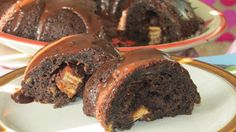 (hidden surprise) SimplyVeggies: KitKat Surprise Bundt Cake [eggless]