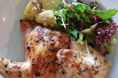 Il pollo alla diavola è un secondo piatto tipico della tradizione italiana, facile da preparare e gustoso. Molte le varianti: in padella, al forno, alla griglia e alla birra. Ecco come si cucina.