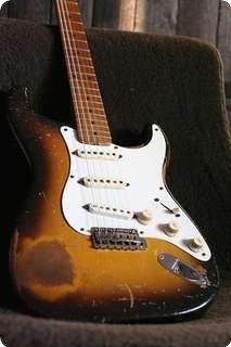 Fender / Stratocaster / 1957 / 2-tone / Vintage Guitar