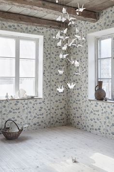 The wallpaper Ginkgo - from Sandberg is a wallpaper with the dimensions x m. The wallpaper Ginkgo - belongs to the popular wallpaper col Blue Wallpaper Iphone, Wallpaper Decor, Print Wallpaper, Blue Wallpapers, Flower Wallpaper, Cottage Wallpaper, Ginkgo, Decorative Leaves, Maila