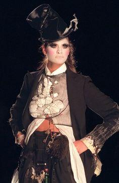 """Джон Гальяно для Dior, коллекция весна-лето 2000 """"Clochards"""" (Бомжи), вызвавшая невероятный скандал"""