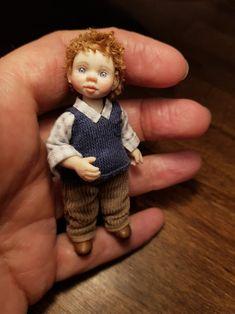 Miniatur Puppenhaus Junge ooak 1:12 | Etsy Dollhouse Dolls, Miniature Dolls, Miniatures, Handmade, Etsy, Puppets, Guys, Kids, Hand Made