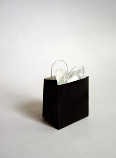Wasting Gold Paper: Tutorial: Quick and Easy Miniature Shopping Bags