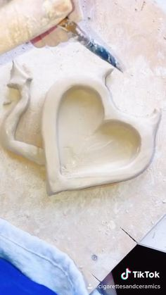 Ceramic Clay, Ceramic Pottery, Pottery Art, Polymer Clay Crafts, Diy Clay, Keramik Design, Clay Art Projects, Cute Clay, Air Dry Clay