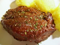 Friptura de porc in sos de vin rosu Haitian Food Recipes, Romanian Food, Hungarian Recipes, Meatloaf, Steak, Food And Drink, Pork, Cooking, French