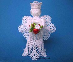 Engel selber häkeln - mit eigenen Händen... Christmas Deco, Christmas Angels, Christmas Ornaments, Crochet Angels, Handicraft, Crochet Earrings, Holiday Decor, Diy, Jewelry