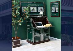 Take the office to the horse show! Plenty of storage and space to fill out all those office forms