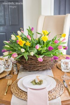 Easter place settings and decoration ideas Walking on Sunshine recipes A Blooming Nest Spring Tablescape - Sincerely, Marie DesignsA blooming nest spring tablescapeCharming Easter centerpieces and springy table decor ideas for your Easter celebration part Easter Table Settings, Easter Table Decorations, Decoration Table, Table Centerpieces, Easter Decor, Spring Decorations, Easter Celebration, Spring Home Decor, Easter Holidays