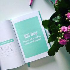 Maanantai! Tsemppiä kaikille uuteen viikkoon! 🙌    100 days of happiness, positivity,  mindfulness, gratitude and self development - The Happinness Planner 💕📚 .  .  .  .  .    #thehappinessplanner #kalendar #kalenteri #planner #kevät #kukka #turkoosi #calm #sparkle #maanantai #uusiviikko #youcandoit #pystytsiihen