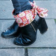These silk scarf shoe clips are the 3rd of 3 designs on my blog and can be clipped on and off with ease - full tutorial via Clones N Clowns