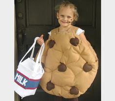 chocolate chip cookie costume with hula hoops? Duo Costumes, Purim Costumes, Candy Costumes, Creative Halloween Costumes, Costume Ideas, Halloween Parties, Food Costumes For Kids, Family Costumes, Samhain