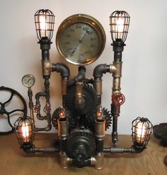 He encontrado este interesante anuncio de Etsy en https://www.etsy.com/es/listing/221447049/steampunk-desk-lamp-machine-salvage