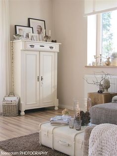 Shabby Chic Home Decor Shabby Chic Bedrooms, Shabby Chic Furniture, Shabby Chic Decor, Painted Furniture, Home Furniture, Ideas Hogar, Tv Decor, White Rooms, Interior Exterior