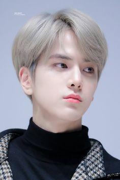 The boyz Younghoon Korean Boy Hairstyle, Korean Hairstyles Women, Modern Hairstyles, Boy Hairstyles, Wedding Hairstyles, Japanese Hairstyles, Asian Hairstyles, Hair Style Korea, Hair Style Boy